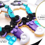 お菓子作家のアイシングクッキー  『ツイステッドワンダーランド♔オクタヴィネル寮(アースラ)モチーフ ハンドミラー』| OCTAVINELLE / URSULA INSPIRED COOKIES